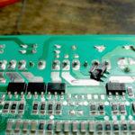 Defekten triak elektronike
