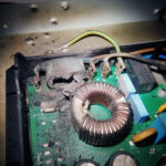 Zgorjen kondenzator elektronike
